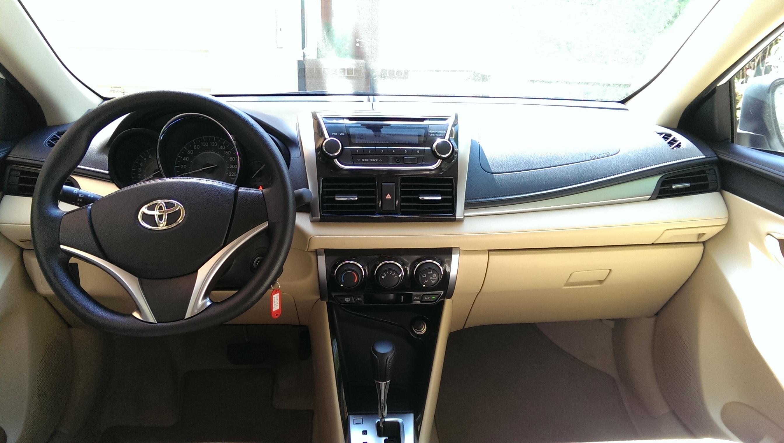2014 toyota yaris sedan interior for Interior toyota yaris